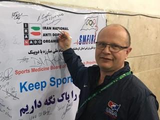 امضا بنر نمادین مبارزه با دوپینگ در جام جهانی کشتی