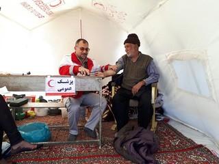 حضور دکتر پاکمهر در مناطق زلزله زده استان کرمانشاه