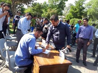 صدور کارت عضویت خدمات پزشکی ورزشی به شهردار کلانشهر تبریز
