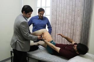 معاینات تخصصی دکتر باشتی از آسیب دیدگان  المپیاد دانشجویان کشور در شیراز