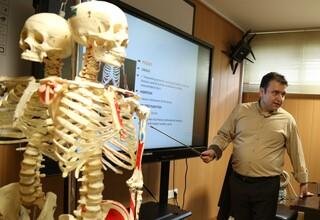 تدریس دبیر فدراسیون پزشکی ورزشی در دوره آموزشی ماساژ ورزشی
