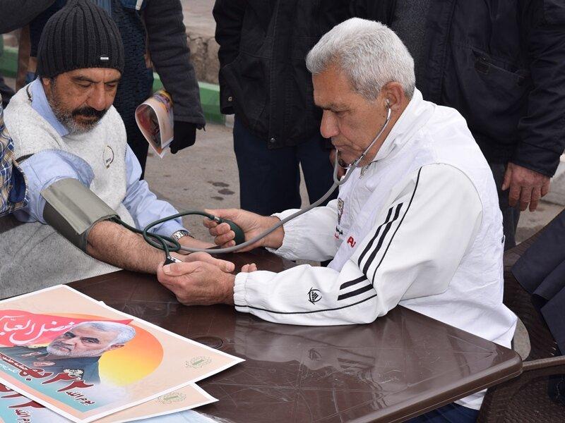 حضور پررنگ مجموعه پزشکی ورزشی در راهپیمایی یوم الله ۲۲ بهمن ماه