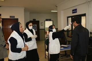 معاینه مراجعین به اداره کل ورزش و جوانان آذربایجان غربی در راستای پیشگیری از شیوع بیماری کرونا