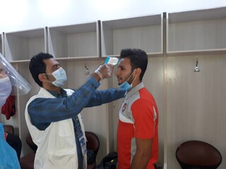 انجام معاینات پزشکی بازیکنان تیمهای سپیدرود رشت و هواداران تهران از بازیهای لیگ یک در ورزشگاه سردارجنگل