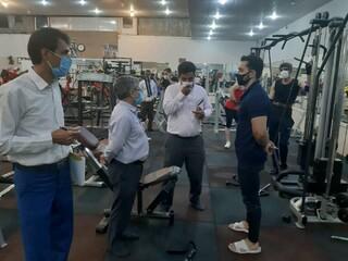 نظارت بر اجرای پروتکل های بهداشتی باشگاه های ورزشی اردکان یزد