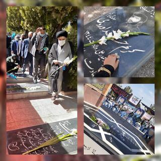 غبار روبی و عطر افشانی مزارشهدا در هفته دفاع مقدس