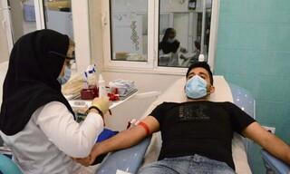 همزمان با اربعین حسینی جامعه ورزش شهرستان لارستان فارس در پویش اهدا خون شرکت کردند