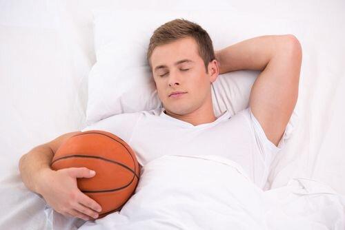 خودمراقبتی در مدیریت خواب در ورزش